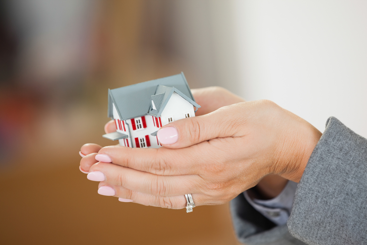Pros and cons downsizing home